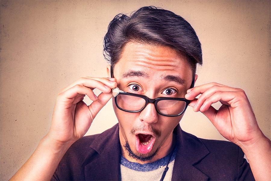 Foto van een verbaasde meneer die onder de indruk is van Mackrad.nl.