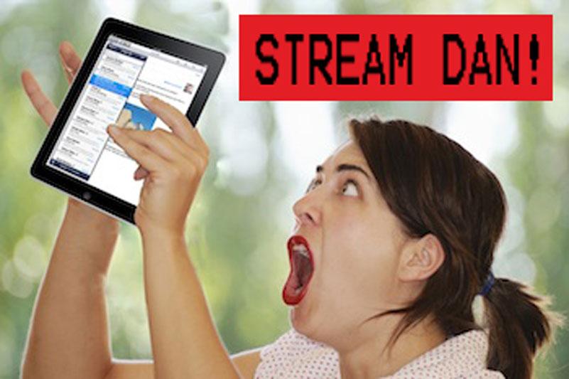 Foto van een vrouw die wel heel graag muziek wil streamen van haar NAS op haar iPad.