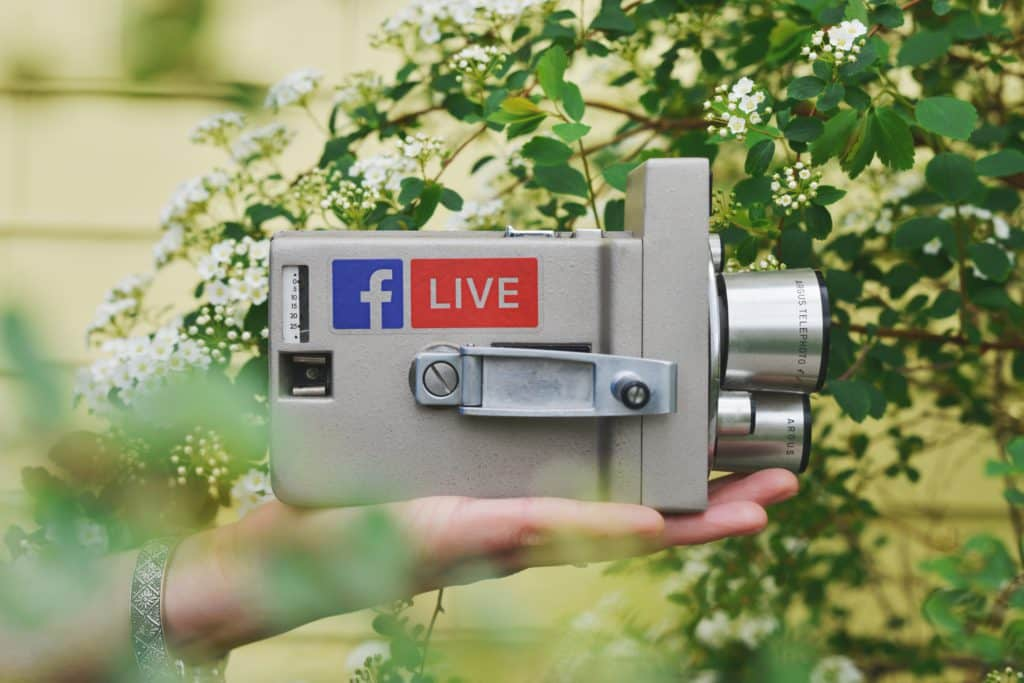 Foto van camera waarmee je kan livestreamen met Facebook door Sticker Mule via Unsplash