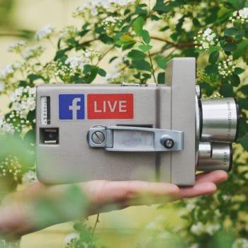 Foto van camera waarmee je kan livestreamen met Facebook door Sticker Mule via Unsplash